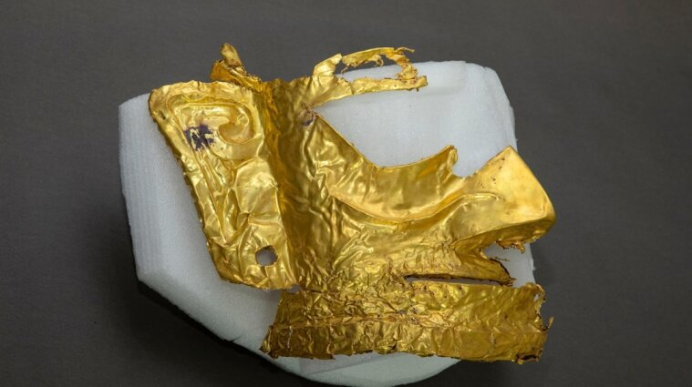 В Китае археологи нашли золотую маску, которой три тысячи лет