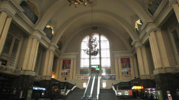 На железнодорожном вокзале в Киеве заменят эскалаторы