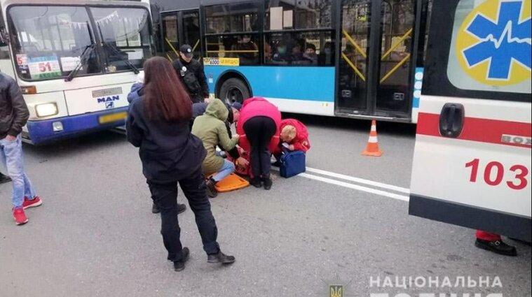 Автобус в Хмельницком сбил школьников на переходе