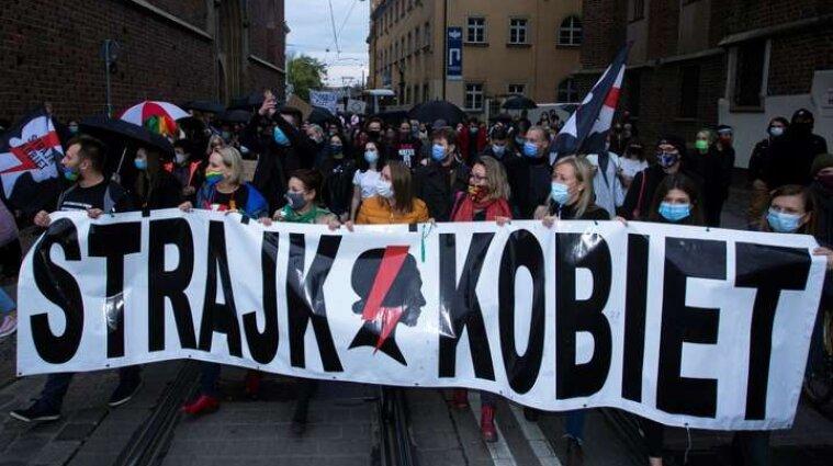 Що відбувається у Польщі із забороною абортів та як це вплине на Україну
