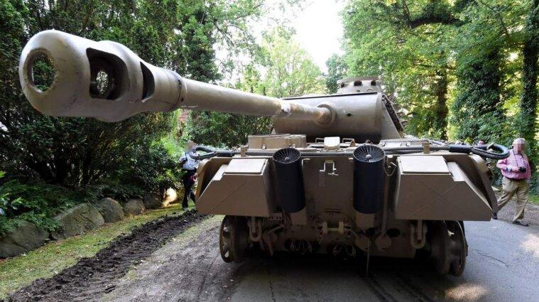 У Німеччині чоловік у підвалі свого будинку ховав танк, торпеду та зенітну установку