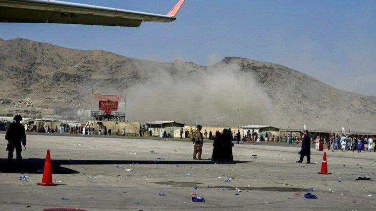 У аэропорта Кабула прогремели взрывы: десятки человек погибли и пострадали