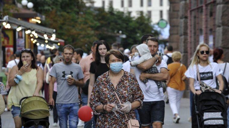 В Україні зафіксували новий спалах коронавірусу: понад 4500 випадків