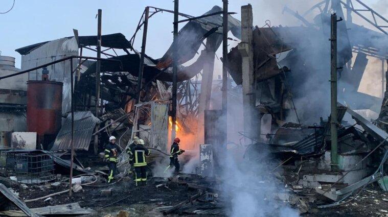 У Харкові вибухнув цех з переробки соняшнику, є загиблі (фото, відео)