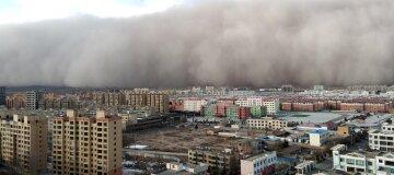 Китай накрила потужна піщана буря - фото, відео