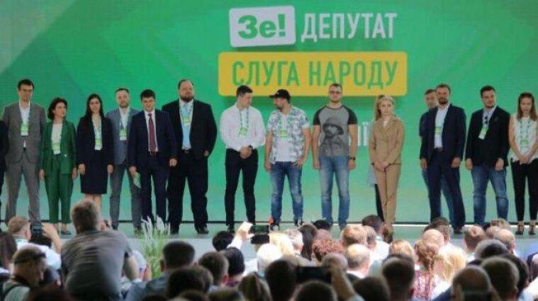 """Опросы Разумкова: в """"Слуги народа"""" нет даже 20%"""