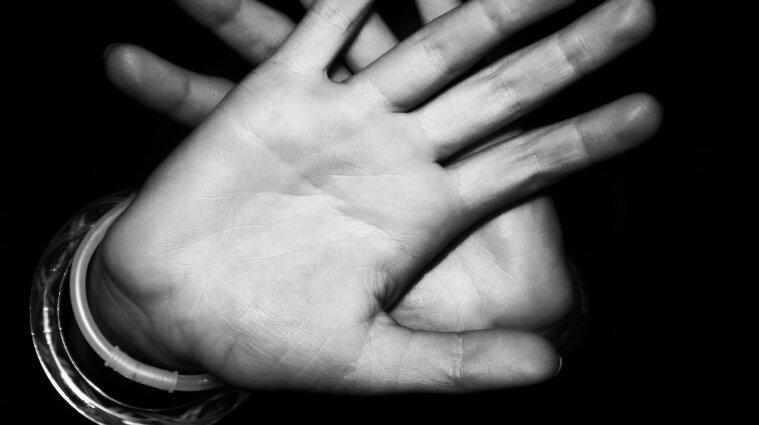 Ударил ружьем: на Волыни мужчина изнасиловал 63-летнюю женщину на берегу реки