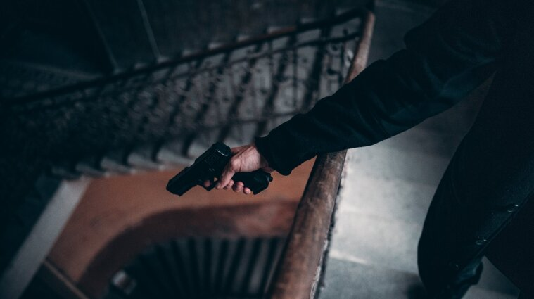 У Первомайську депутат ОТГ прострелив ногу чоловіку через спиляне дерево