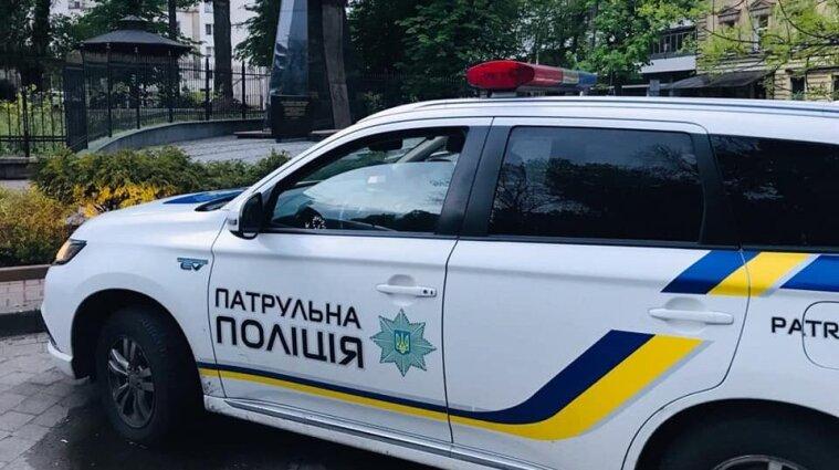 Мужчина стрелял в коммунальщиков, которые ремонтировали дороги в Киеве - видео