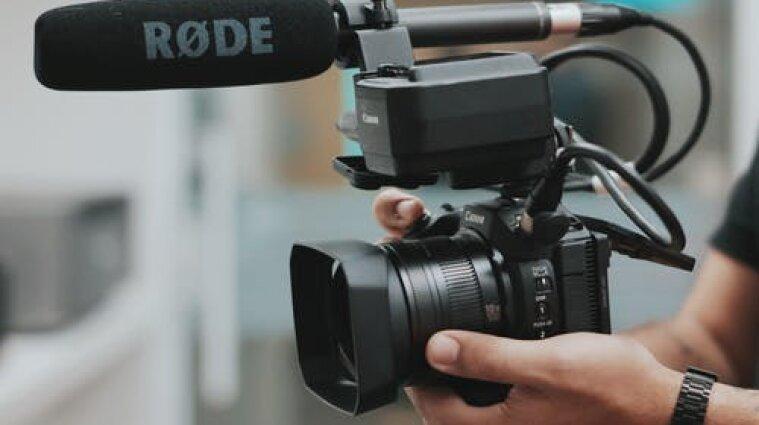 Депутаты в Раде жалуются на непристойное поведение журналистов - Разумков