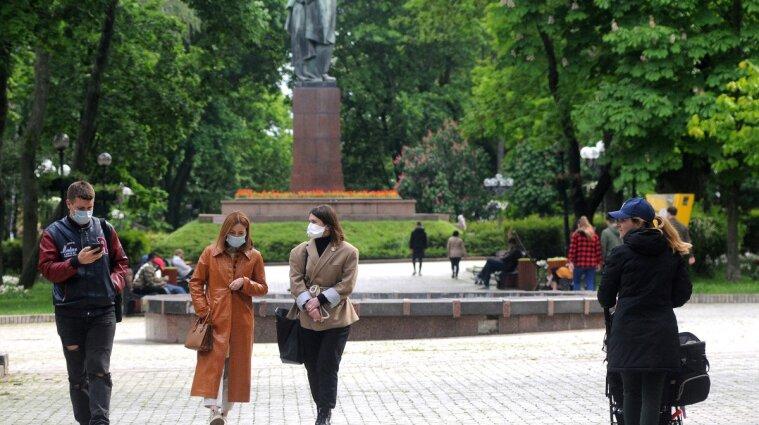 За появу без маски на вулиці, або в парку - штрафи до 34 тисяч гривень