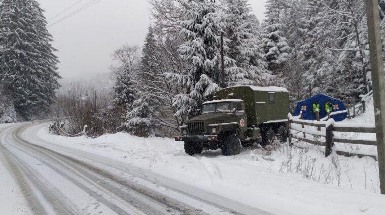 Из-за снега с дождем движение транспорта ограничили уже в восьми областях Украины