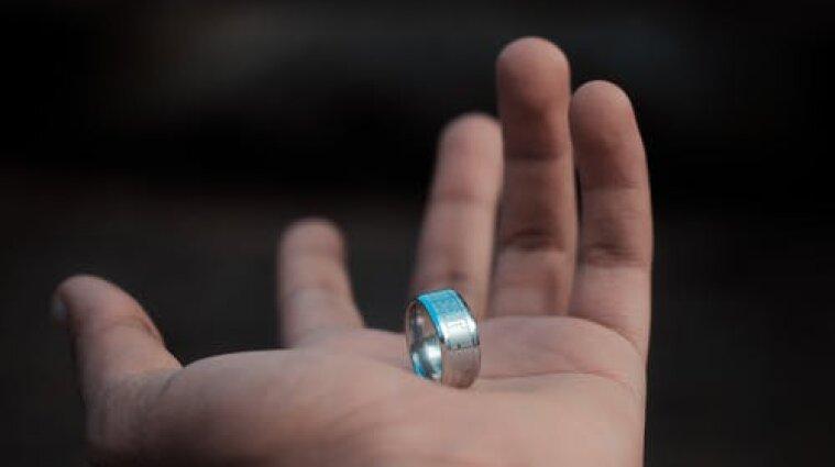 Ученые изобрели кольцо, которое обнаруживает симптомы коронавируса