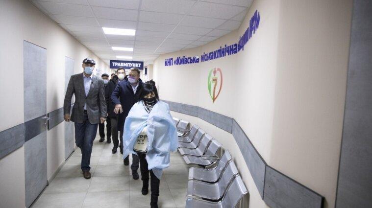 Як готують відділення для хворих на коронавірус у столичній лікарні - фото