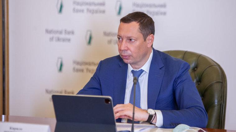 Голова Нацбанку радить банкам обмежити роботу відділень