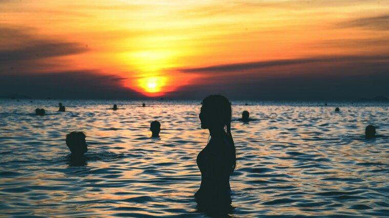 """""""Тренування сумоїстів"""", інтим на пляжі та нашестя медуз: чим запам'ятався курортний сезон-2021"""
