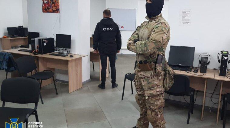 Колл-центры выманивали у украинцев доступ к банковским счетам