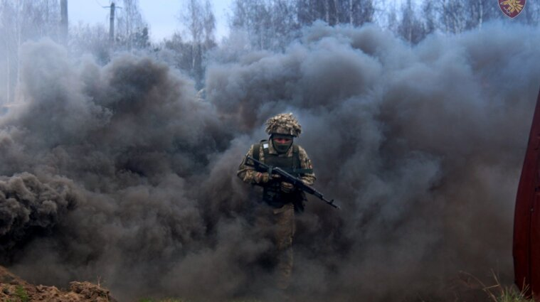 Война на Донбассе: вблизи Новгородского оккупанты ранили украинского защитника