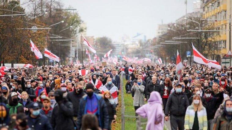 Мітинг в Білорусі: тривають страйки, затримують студентів, перекривають вулиці