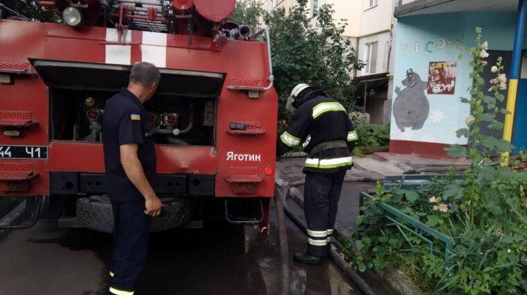 Два человека погибли при пожаре в пятиэтажке Яготина
