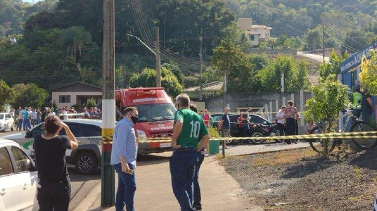 18-летний парень с мачете напал на детсад в Бразилии - погибли дети и работники заведения