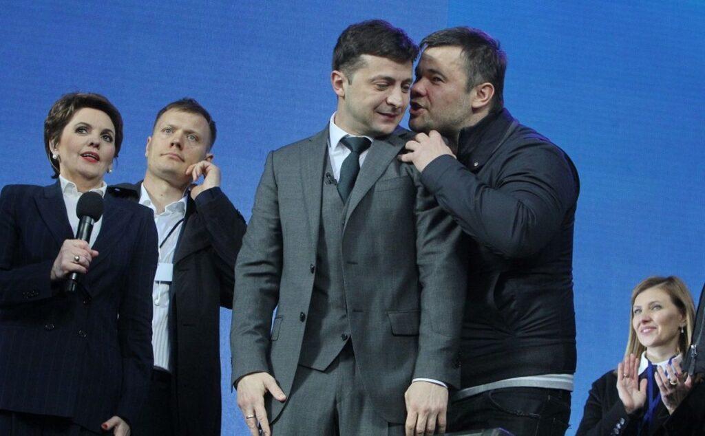 Андрій Богдан шепоче на вухо Зеленському