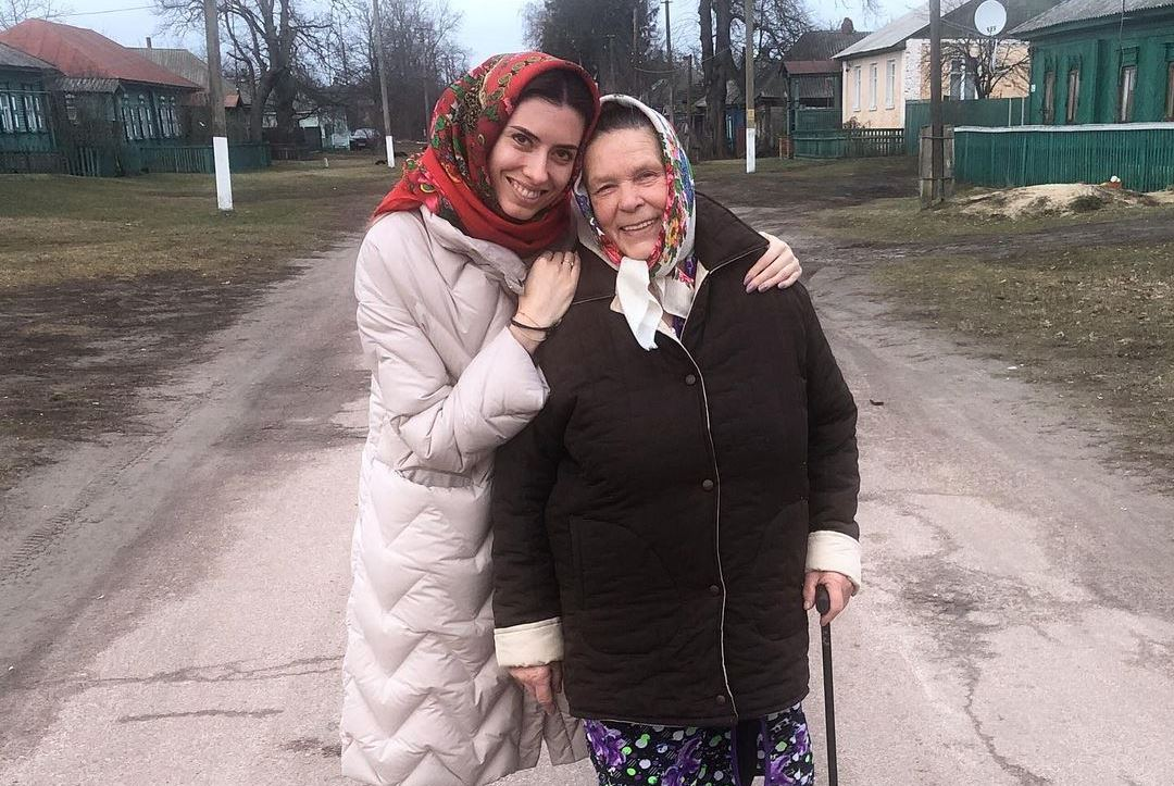 Мария Мезенцева с бабушкой