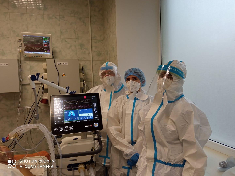 Больной под кислородом в больнице в Харькове, врачи