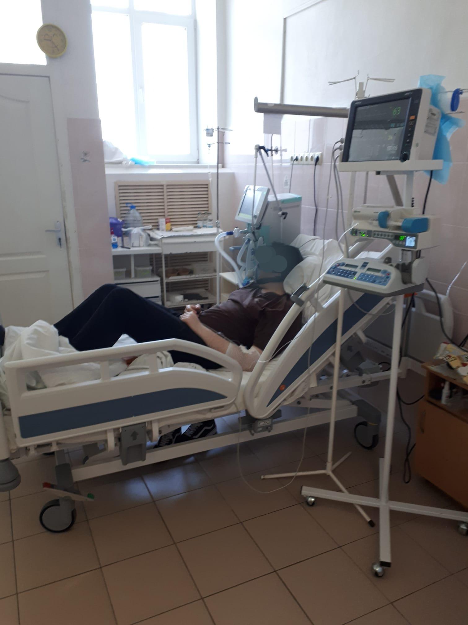 Больной под кислородом в больнице в Харькове