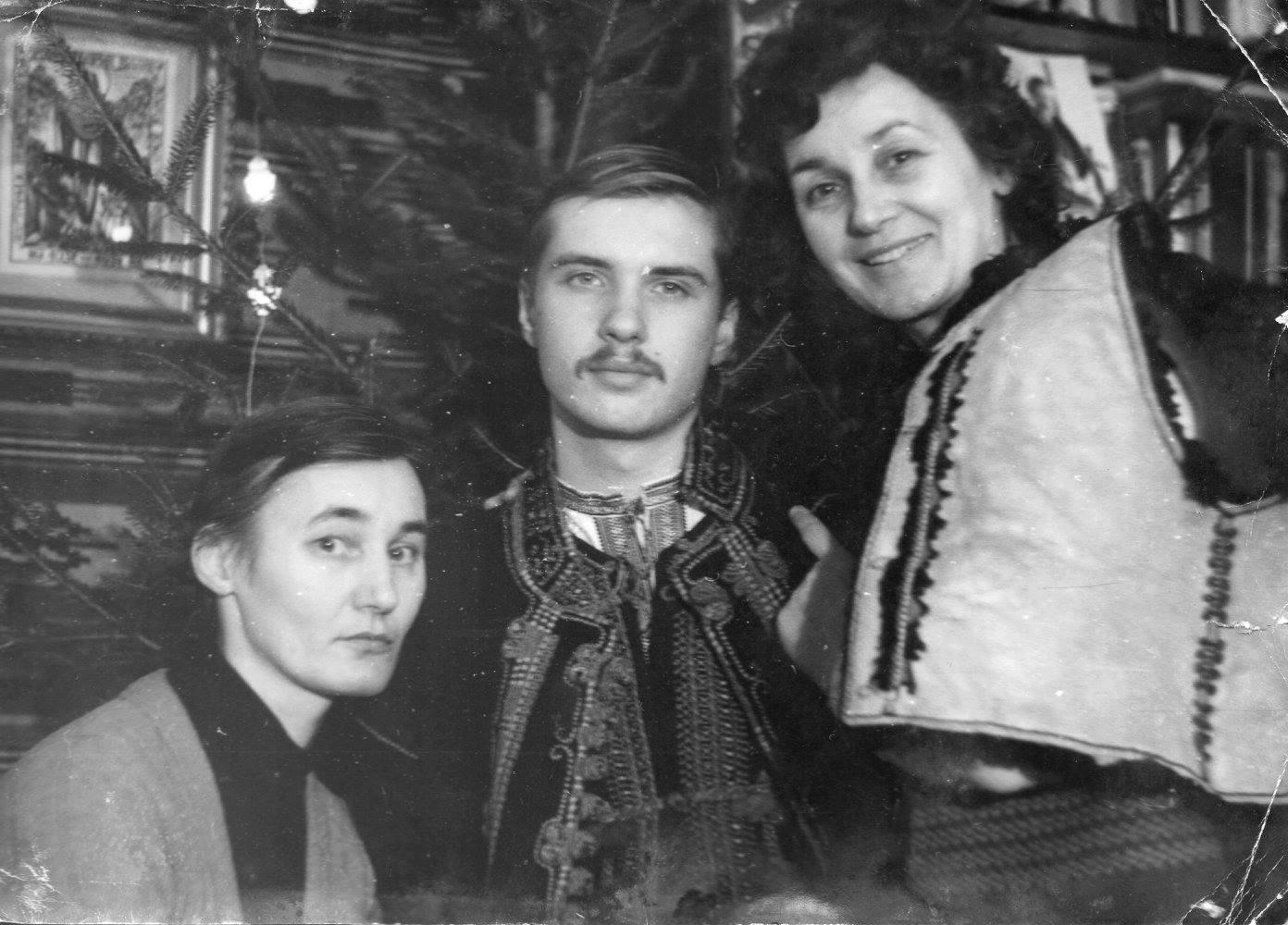 Тарас Чорновіл з матір'ю (фото:фейсбук)