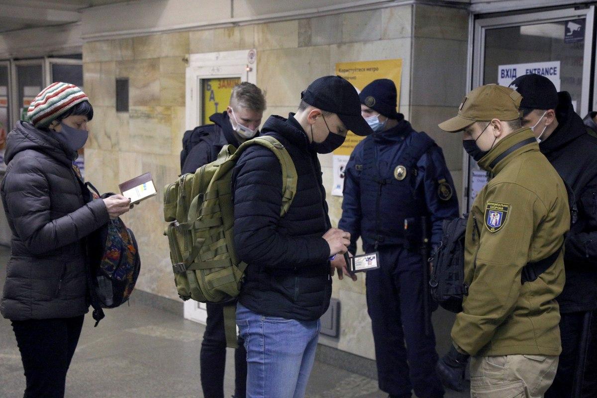 Карантин, проверка документов полицией
