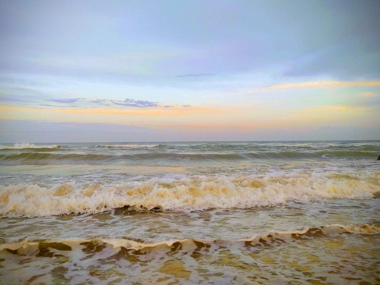 Узбережжя Чорного моря в селі Кароліно-Бугаз