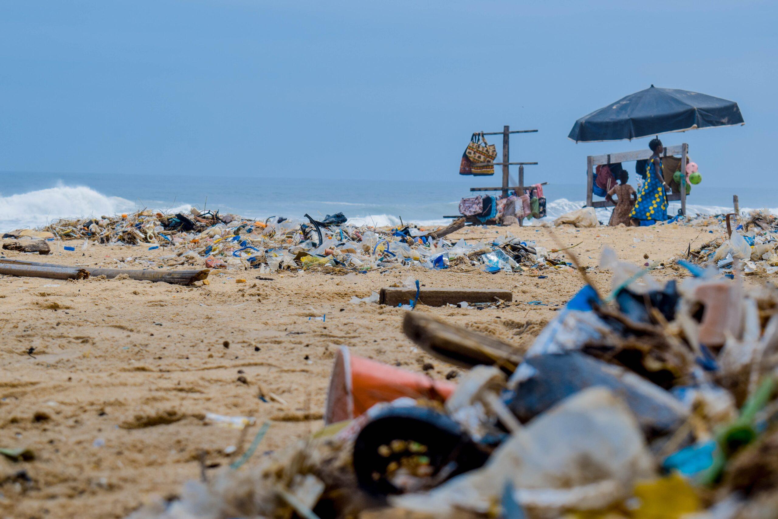 Сміття на пляжі